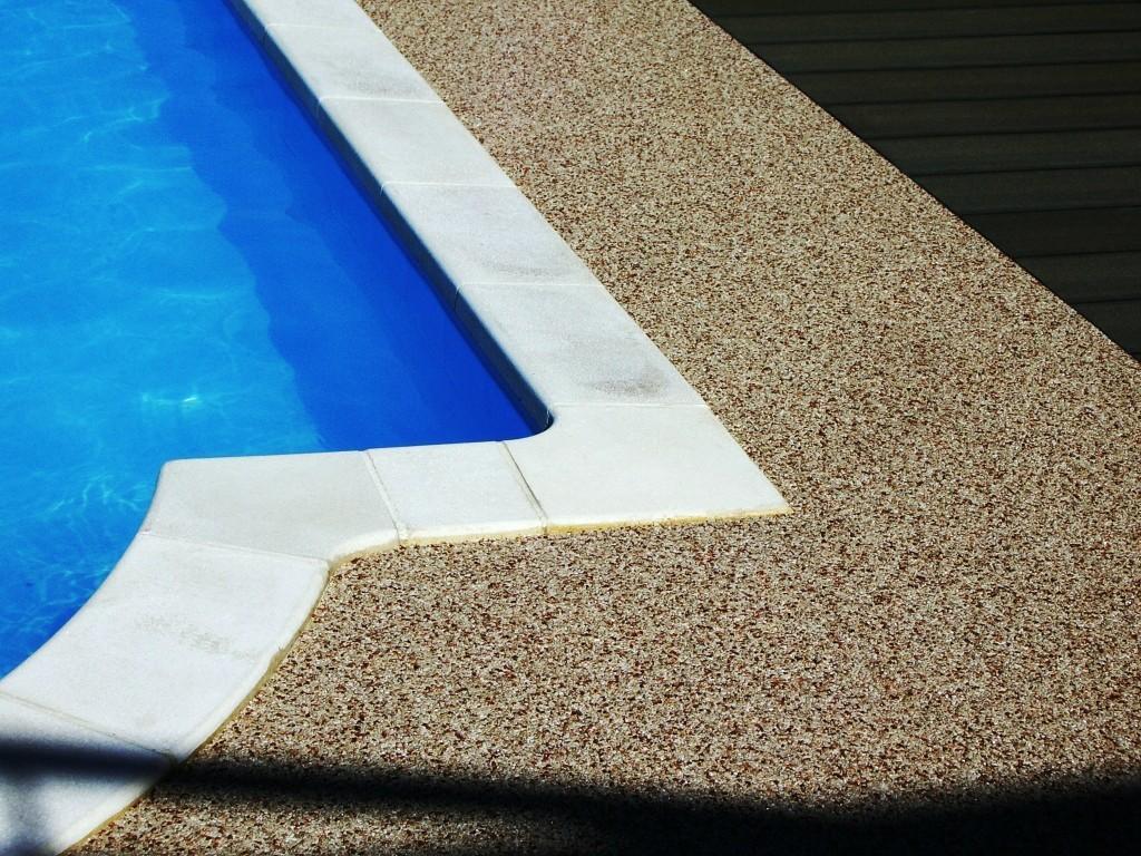 bretagne résine: sol résine décorative piscine extérieur